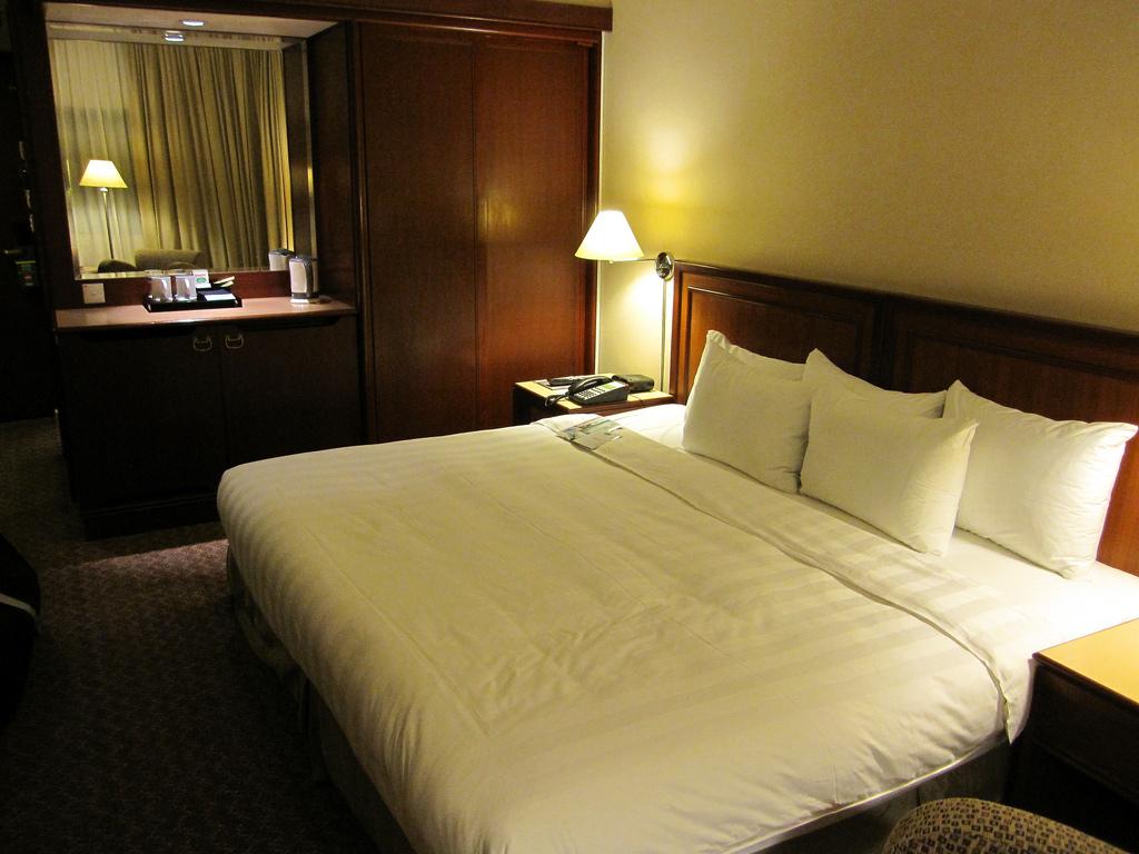 Holiday Inn Atrium Singapore – King Superior Room Review
