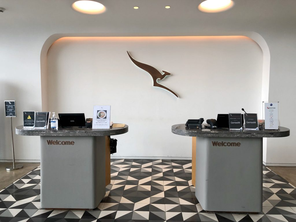 Qantas Hong Kong Lounge entrance
