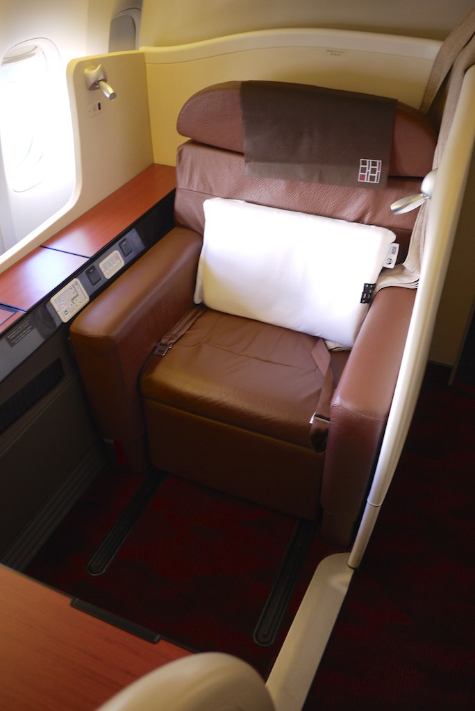 2 Japan Airlines First Class Cabin - JL772 - Sydney - Tokyo | Point Hacks