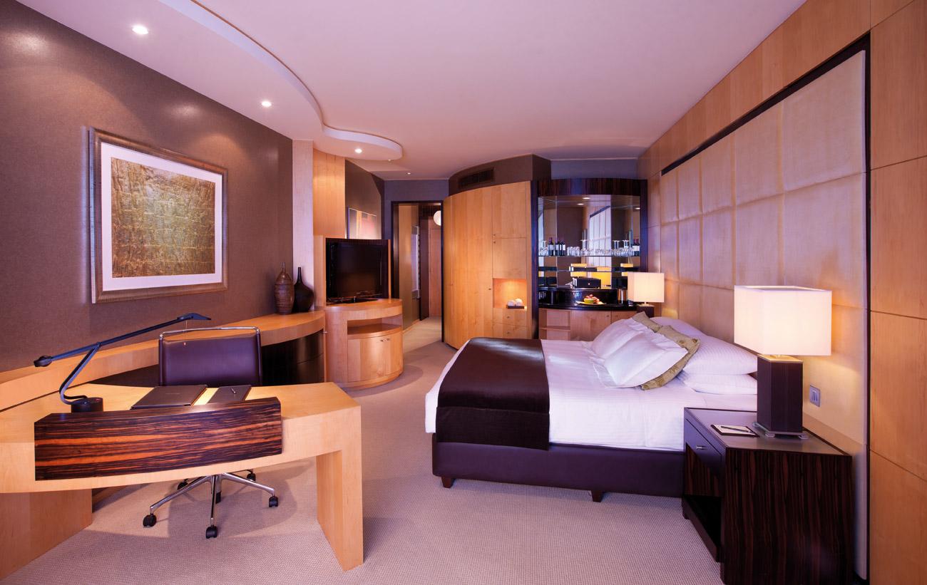 Shangri La Dubai Deluxe Room | Point Hacks