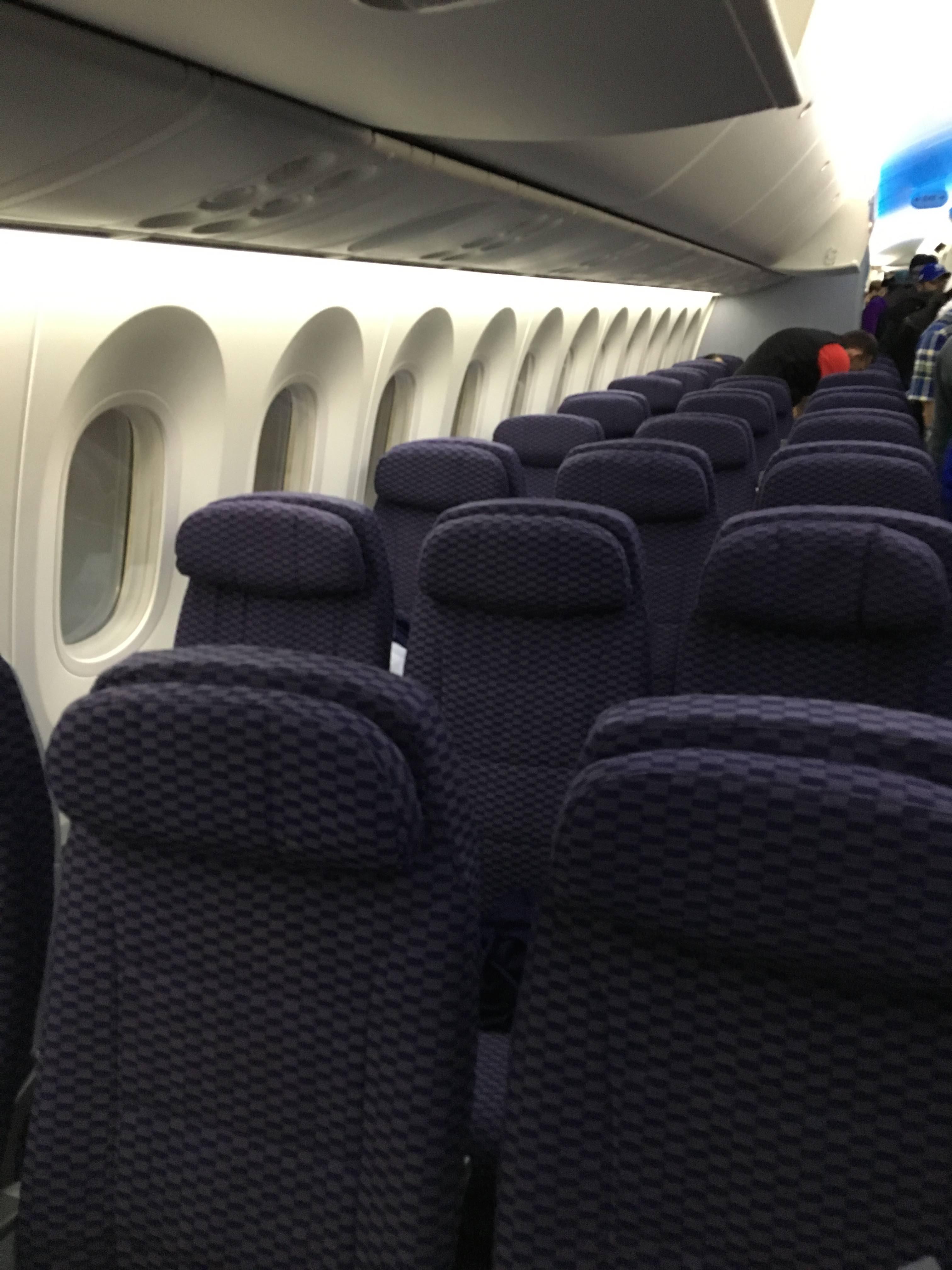 ua-787-y-seat-1
