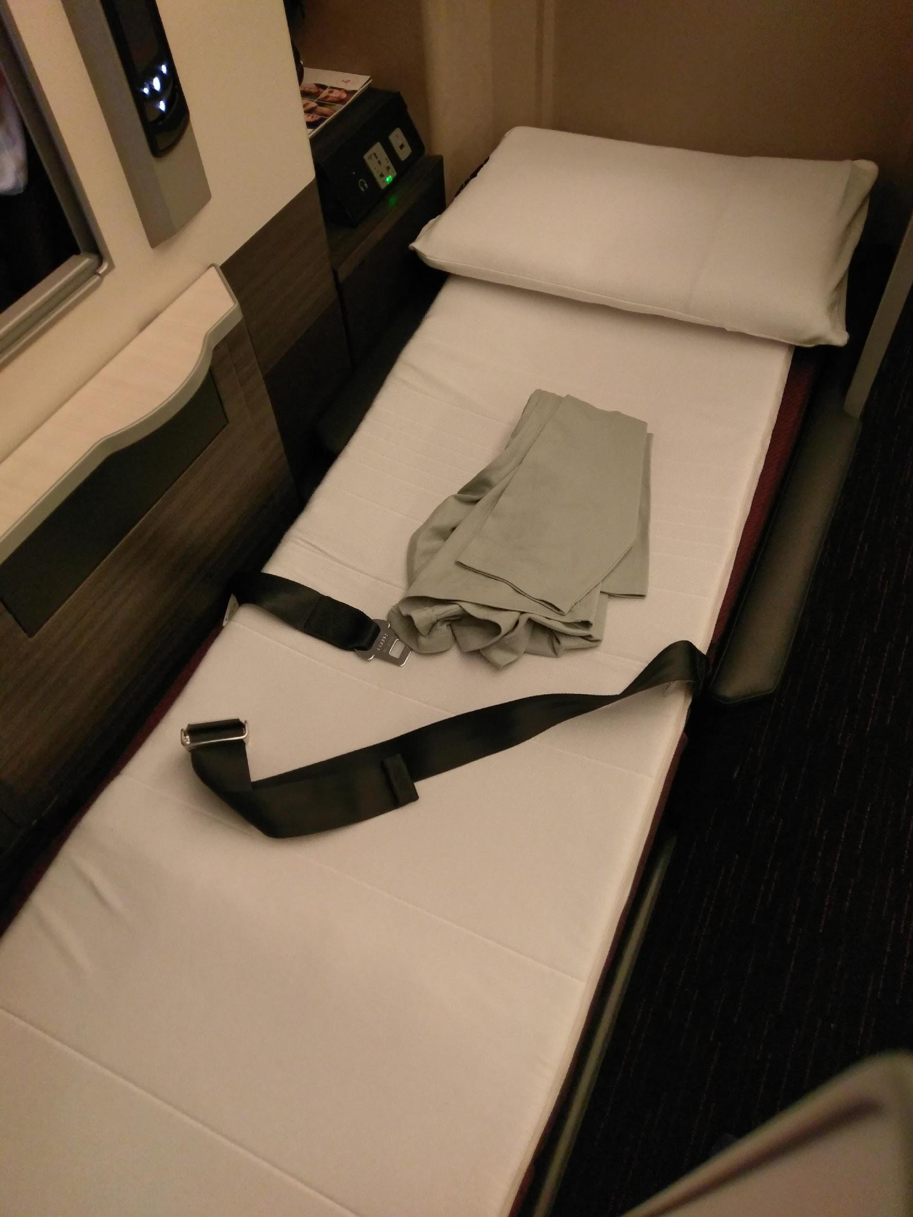 Japan Airlines 787 Business Class lie-flat bed