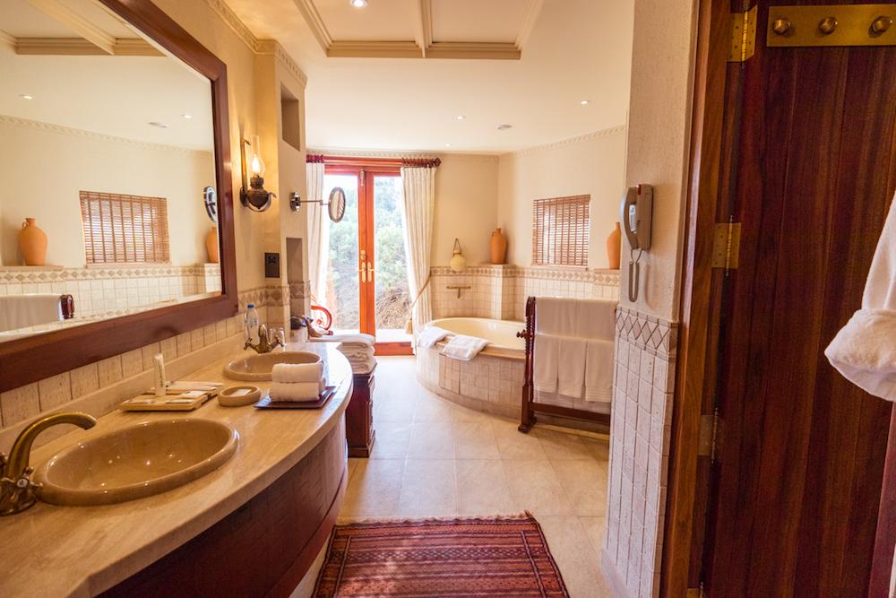 Al Maha, a Luxury Collection Desert Resort & Spa, Dubai - The Bedouin Suite bathroom