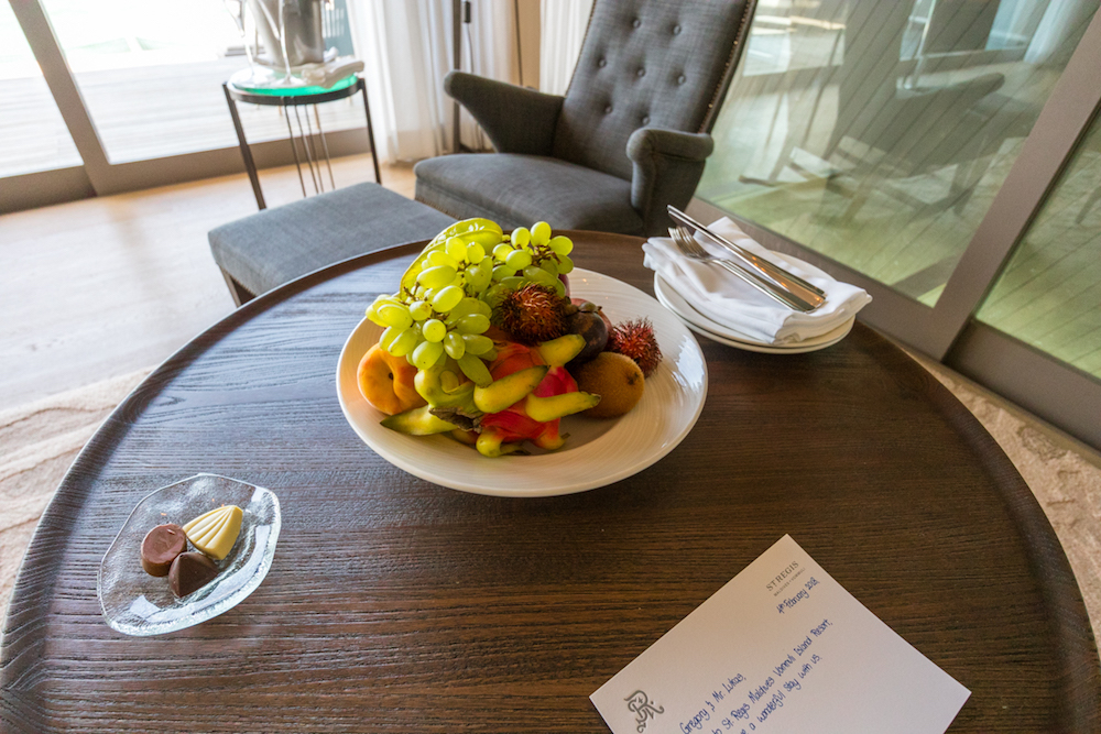 The St. Regis Maldives Vommuli Resort complimentary fruit and welcome note