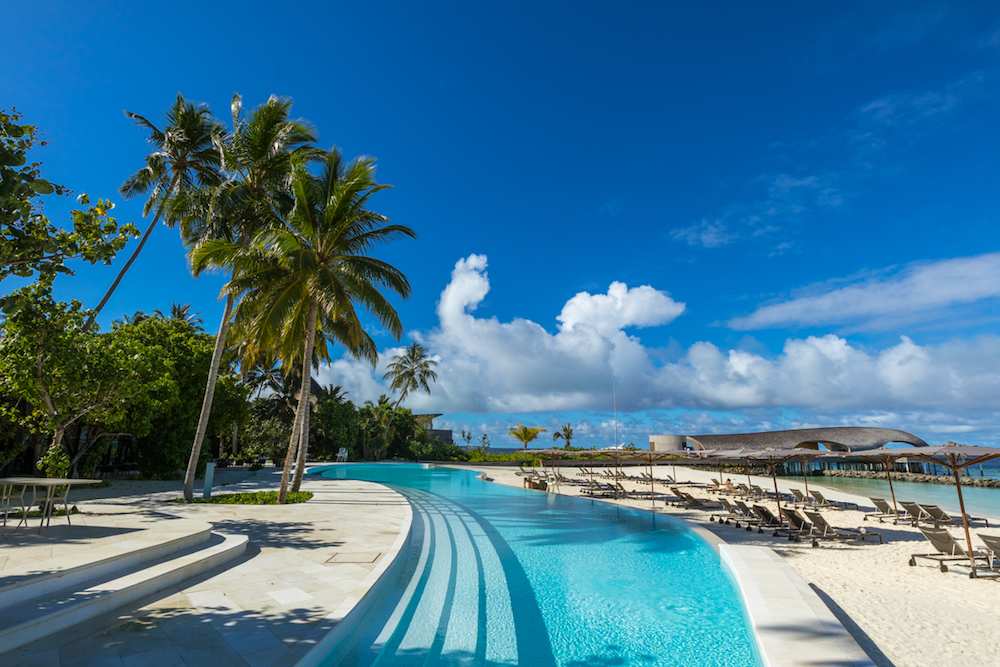 The St. Regis Maldives Vommuli Resort public pool