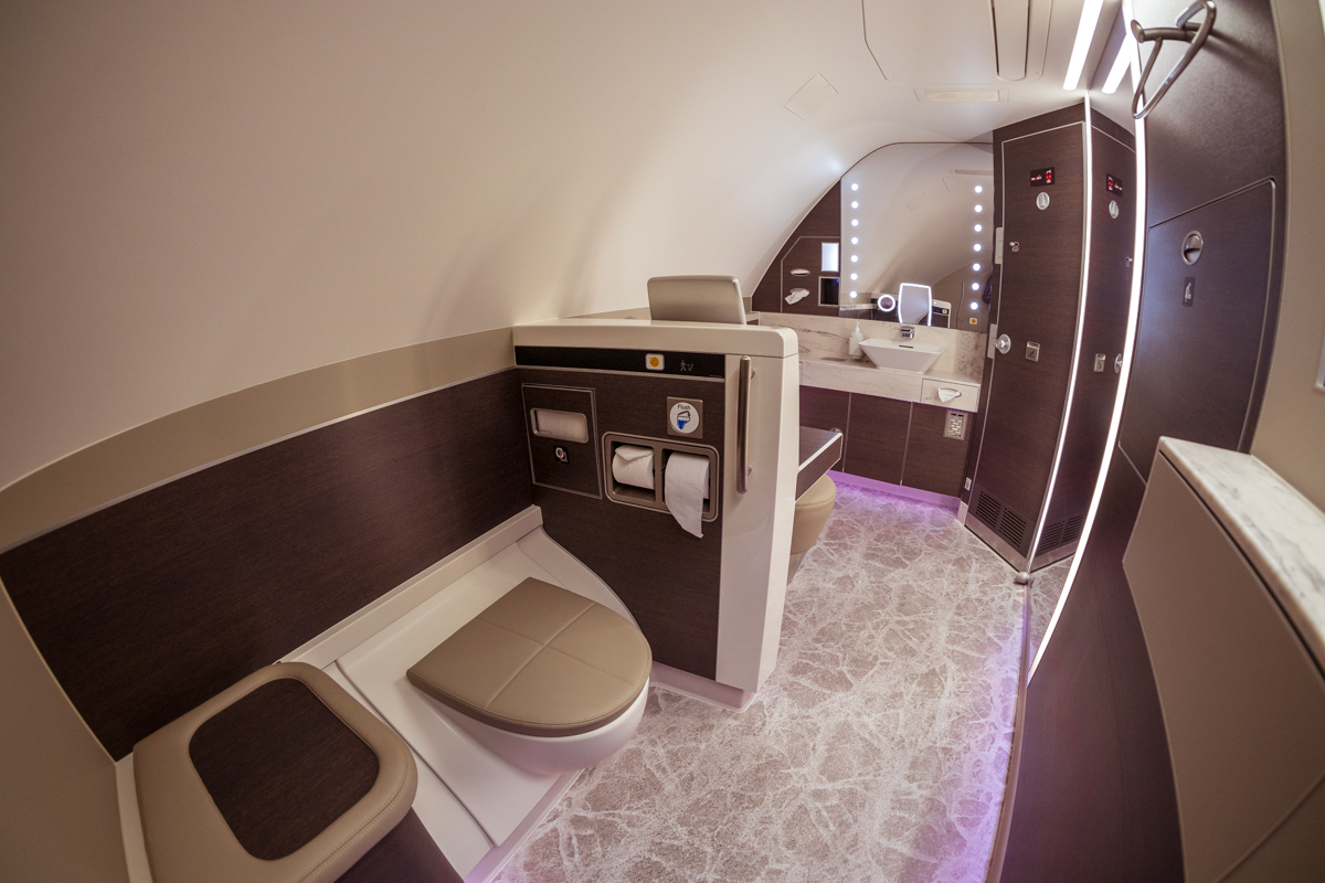 Singapore Airlines A380 (new) First Class Suites lavatory