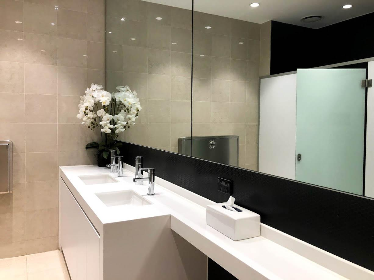 SilverKris Business Class Lounge Melbourne bathroom
