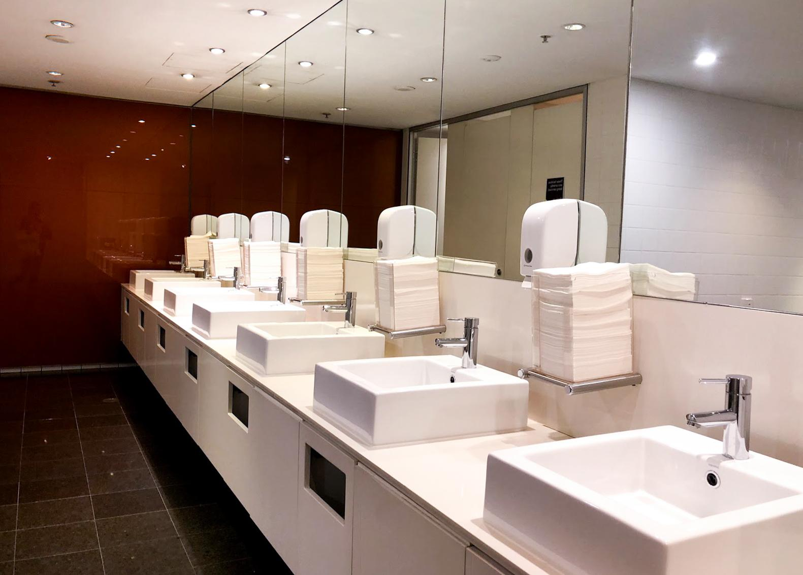 Qantas Club Sydney bathroom