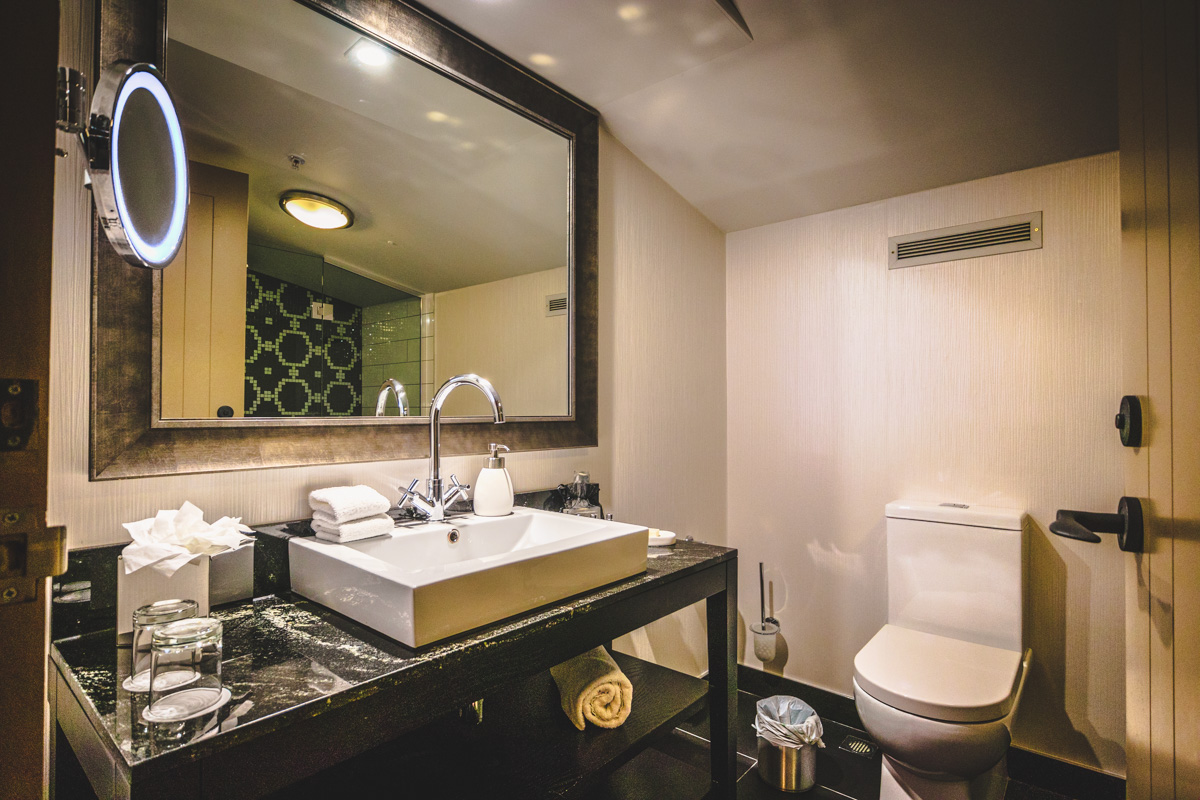 St. Moritz Queenstown one bedroom suite vanity and toilet