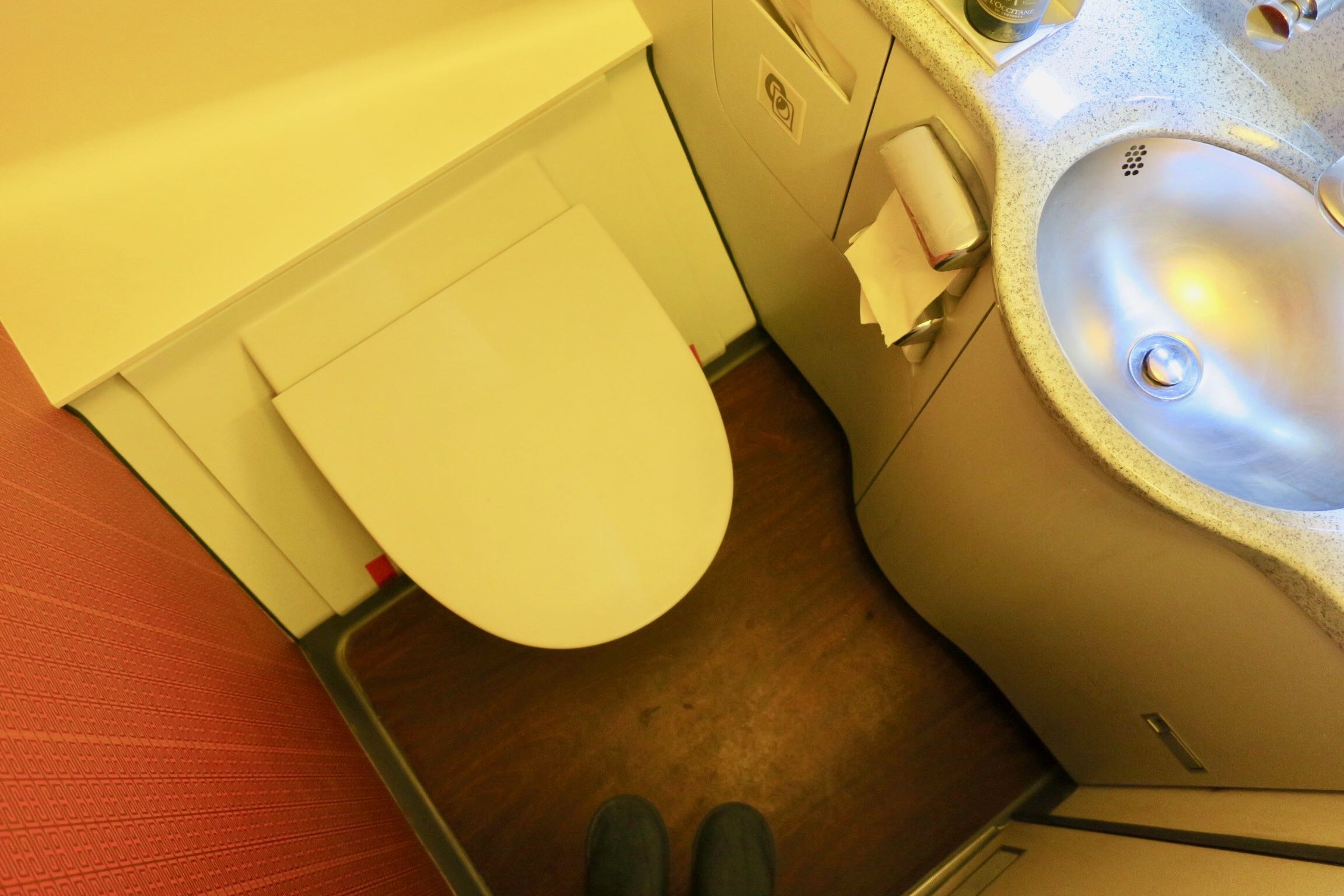 Hong Kong Airlines A330 Business Class lavatory