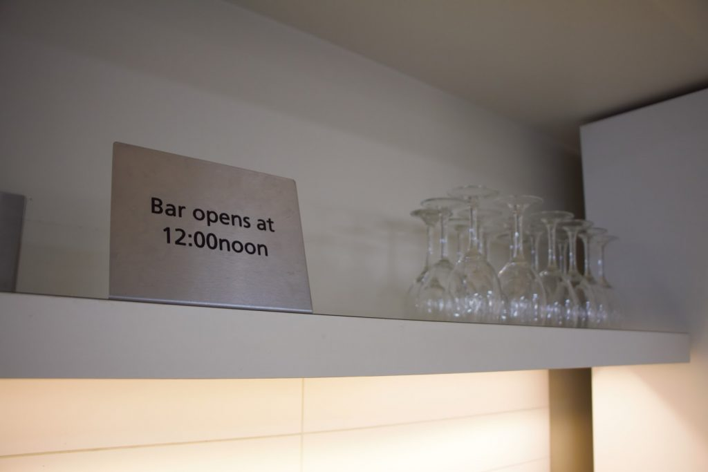 26 Qantas Lounge Mackay bar opening time