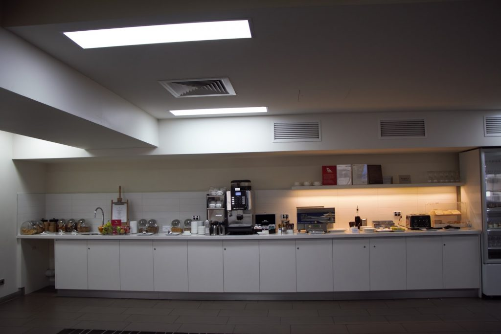 7 Qantas Lounge Mackay kitchenette