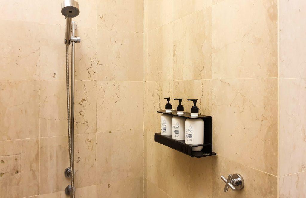 Qantas Singapore Lounge shower