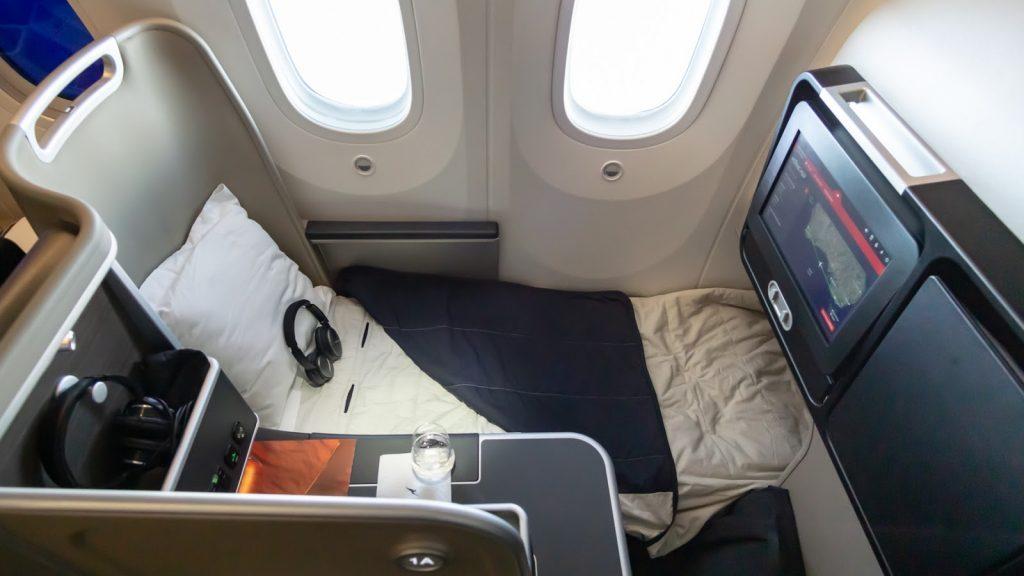 QF9 Qantas 787 Business Class lie flat