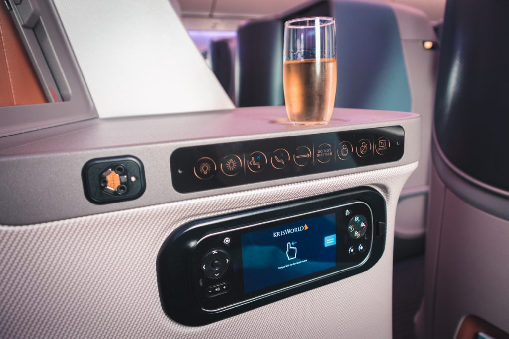 Singapore Airlines 787-10 Business Class seat controls