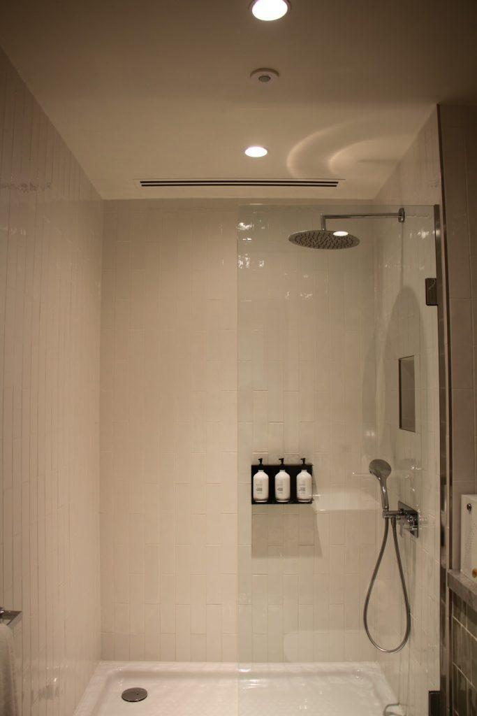 Qantas International London Lounge showers