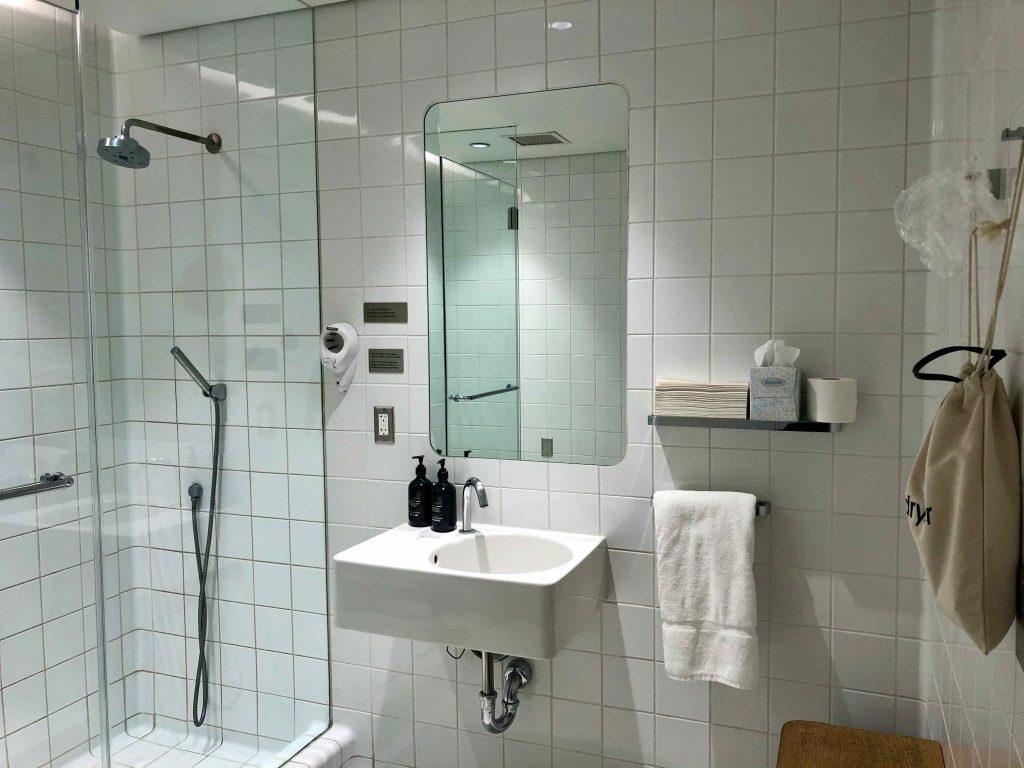 Qantas International First Lounge LAX shower