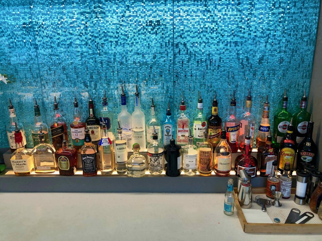 American Airlines Flagship Lounge Los Angeles alcohol